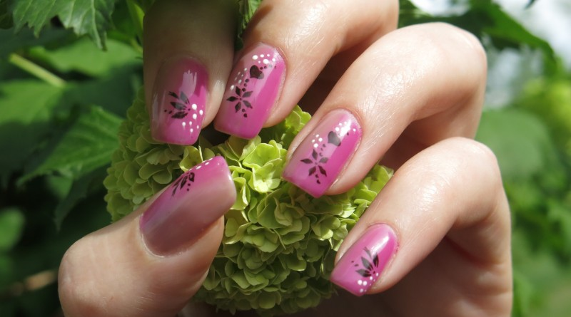 Nails_and_nature_(17357450972)